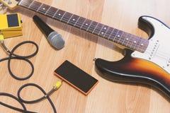 Reeks muziekvoorwerpen met zonnestraal elektrische gitaar Royalty-vrije Stock Afbeeldingen