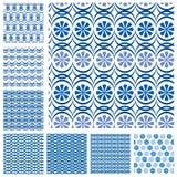 Reeks naadloze patronen - blauwe keramische tegels met bloemenorname Stock Fotografie
