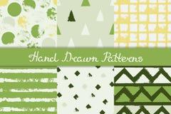 Reeks naadloze patronen met geometrische ontwerpen De ruitstreep van de cirkeldriehoek in groen grijs geel wit Getrokken hand vector illustratie