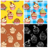 Reeks naadloze patronen met verfraaide zoete cupcakes Royalty-vrije Stock Afbeeldingen