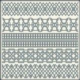 Reeks naadloze uitstekende grenzen in de vorm van Keltisch ornament Stock Foto