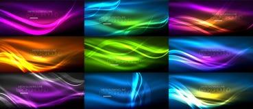 Reeks neon vlotte lichte gloeiende golven op de donkere, abstracte achtergronden vector illustratie