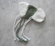 Reeks offerte gebreide hoeden voor pasgeboren Royalty-vrije Stock Afbeelding
