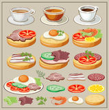 Reeks ontbijt - gebraden eieren, sandwiches, thee, koffie Royalty-vrije Stock Foto