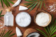 Reeks organische kokosnotenproducten voor van het van het kuuroordbehandeling, schoonheidsmiddel of voedsel ingrediënten Olie, wa stock fotografie