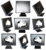 Reeks oude zwarte LCD monitors met de beschadigde schermen Stock Foto