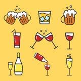 Reeks pictogrammen van de beeldverhaalalcohol Vector vlakke pictogrammen voor bar Inzameling van alcoholdranken Wijnglas, biermok Royalty-vrije Stock Foto