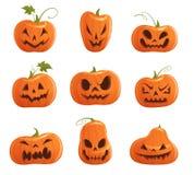 Reeks pompoenen van verschillende vormen met gesneden gezichten voor Halloween op een witte achtergrond vector illustratie