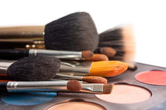 Reeks professionele borstels met Pallette van schaduwen stock fotografie