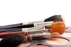 Reeks professionele borstels met Pallette van schaduwen stock afbeeldingen