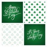 Reeks St Patrick de kaarten van de Daggroet en achtergronden St Patrick Dag het van letters voorzien Klaver naadloos patroon Royalty-vrije Stock Fotografie
