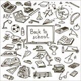 Reeks terug naar school schets boek, borstel, calculator, gom, bevestigingsmiddel, bol vector illustratie