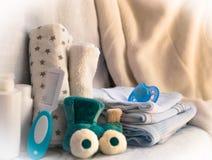 Reeks toebehoren voor babydingen voor kinderverzorging moeder conc royalty-vrije stock afbeelding