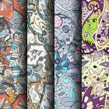 Reeks tracery kleurrijke naadloze patronen Gebogen doodling achtergronden voor textiel of druk met mehndi en etnische motieven Stock Foto