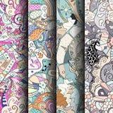 Reeks tracery kleurrijke naadloze patronen Gebogen doodling achtergronden voor textiel of druk met mehndi en etnische motieven Stock Afbeelding