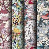 Reeks tracery kleurrijke naadloze patronen Gebogen doodling achtergronden voor textiel of druk met mehndi en etnische motieven vector illustratie