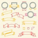 Reeks uitstekende die linten en etiketten op witte achtergrond worden geïsoleerd Lijnart. Modern ontwerp Stock Afbeeldingen