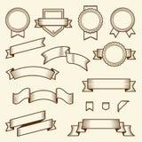 Reeks uitstekende die linten en etiketten op witte achtergrond worden geïsoleerd Lijnart. Modern ontwerp Stock Foto's