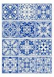 Reeks uitstekende keramische tegels in azulejoontwerp met blauwe patronen op witte achtergrond Royalty-vrije Stock Fotografie