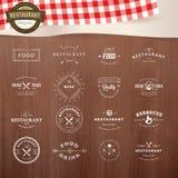 Reeks uitstekende stijlelementen voor etiketten en kentekens voor restaurants Stock Foto's