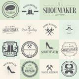 Reeks uitstekende van de schoenenreparatie en schoenmaker etiketten Royalty-vrije Stock Afbeeldingen