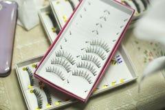 Reeks valse wimpers in doos voor make-up Stock Afbeelding