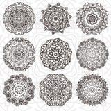 Reeks van abstract ontwerpelement Ronde mandalas in vector Grafisch malplaatje voor uw ontwerp Decoratief retro ornament Getrokke Royalty-vrije Stock Foto's