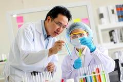 Reeks van Chemische buisontwikkeling en apotheek in laboratorium, bioc royalty-vrije stock foto