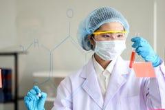 Reeks van Chemische buisontwikkeling en apotheek in laboratorium, bioc stock foto