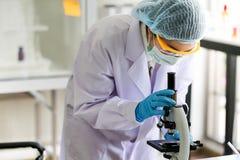 Reeks van Chemische buisontwikkeling en apotheek in laboratorium, bioc stock fotografie