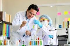 Reeks van Chemische buisontwikkeling en apotheek in laboratorium, bioc royalty-vrije stock fotografie