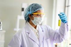 Reeks van Chemische buisontwikkeling en apotheek in laboratorium, biochemie en onderzoektechnologieconcept royalty-vrije stock afbeeldingen