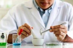 Reeks van Chemische buisontwikkeling en apotheek in laboratorium, biochemie en onderzoektechnologieconcept stock fotografie