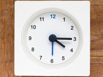 Reeks van de opeenvolging van tijd op de eenvoudige witte analoge klok Royalty-vrije Stock Afbeeldingen