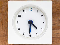Reeks van de opeenvolging van tijd op de eenvoudige witte analoge klok Stock Foto's