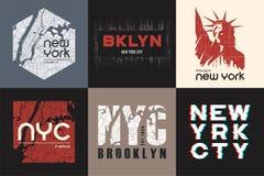 Reeks van de t-shirt en de kledingsontwerpen van zes New York Vector af:drukken Stock Afbeelding