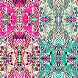 Reeks van de traditionele sierbandana van Paisley Hand getrokken achtergrond met artistiek patroon Stock Afbeeldingen