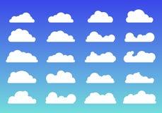 Reeks van de witte in vlakke stijl van wolkenpictogrammen op blauwe achtergrond Wolkensymbool of embleem, verschillend voor uw we stock illustratie