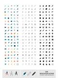 Reeks van 300 die onderwijspictogrammen in kleur, lijn en zwarte wordt gemaakt Stock Afbeeldingen