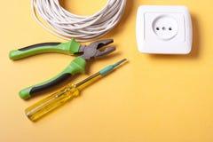 Reeks van elektrohulpmiddel Toebehoren voor het techniekwerk, energieconcept Royalty-vrije Stock Afbeeldingen