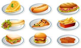Reeks van fastfood op platen Stock Afbeelding
