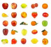 Reeks van fruit op wit wordt geïsoleerd dat Royalty-vrije Stock Foto's
