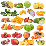 Reeks van fruit op witte achtergrond wordt geïsoleerd die Royalty-vrije Stock Afbeeldingen