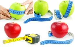 Reeks van heldere appelen en het meten van geïsoleerder banden Royalty-vrije Stock Foto's