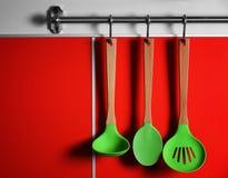 Reeks van het houten keukengerei hangen Royalty-vrije Stock Afbeeldingen