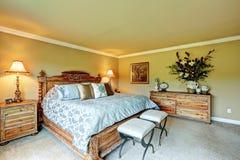 Reeks van het luxe de slaapkamer gesneden houten meubilair Stock Afbeelding