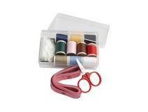 Reeks van het naaien in de plastic doos Stock Fotografie