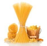 Reeks van Italiaanse ruwe deegwaren stock foto