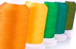 Reeks van kleurrijke spoelenclose-up Stock Fotografie