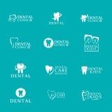 Reeks van kliniek van de emblemen de tandzorg, tandheelkunde voor jonge geitjes Tanden abstracte pictogrammen Stock Afbeelding